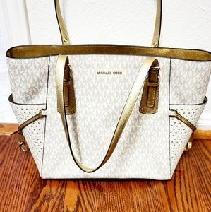 Michael Kors Voyager east west Signature tote bag.